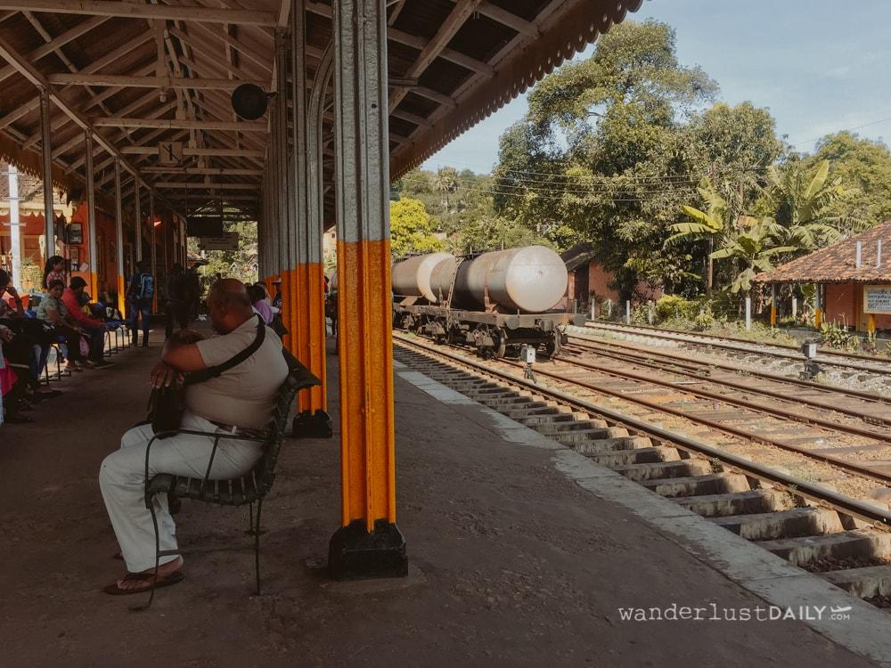 viaggio in sri lanka in treno: la stazione a Kandy